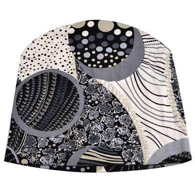 Beanie hat - black and white